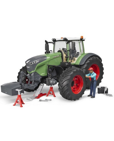 Fendt X 1000 with repair accessories